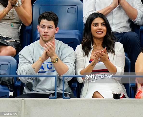 phong cách thời trang cặp đôi Hollywood Priyanka 03