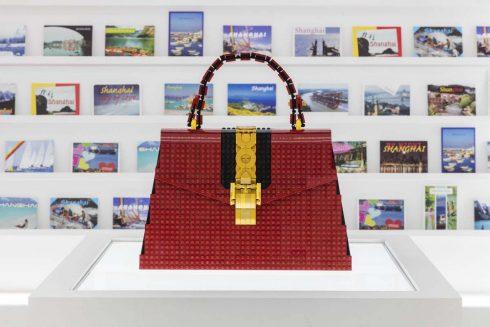 Túi Gucci Sylvie được làm bằng LEGO của Chuyên gia LEGO Andy Hung Chi-Kin (Courtesy of Gucci)