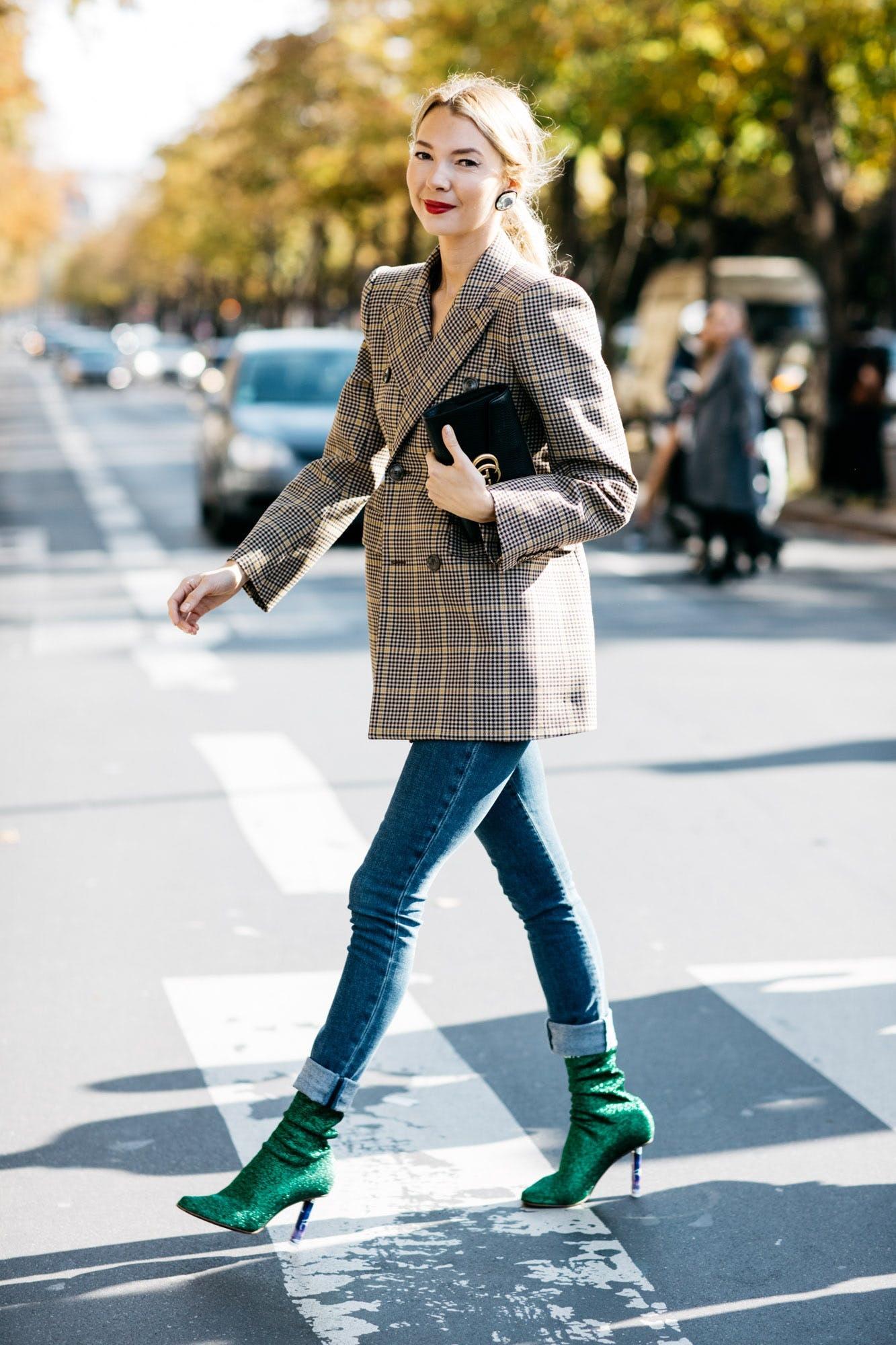 phối đồ công sở với blazer và jeans