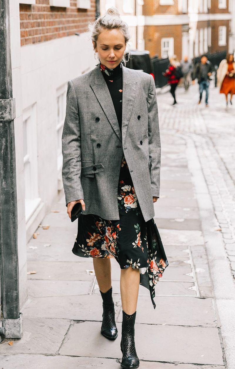 phối đồ công sở với blazer và váy hoa