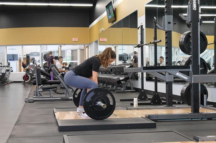 """8 dấu hiệu cho thấy bạn nên """"tháo chạy"""" khỏi phòng tập gym hiện ..."""