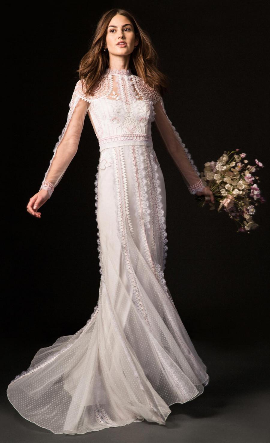 chất liệu váy cưới ren Temperley London