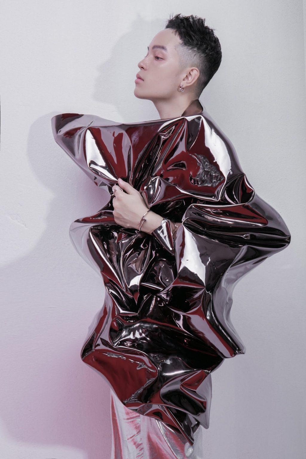 """Châu Bùi & Kelbin Lei: """"Đóng đinh"""" cá tính với thiết kế Juste un Clou của Cartier 7"""
