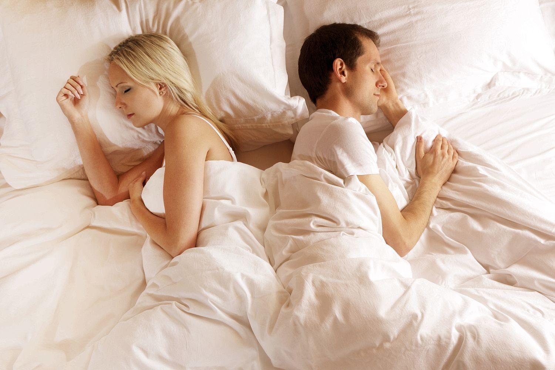 tư thế ôm khi ngủ 4