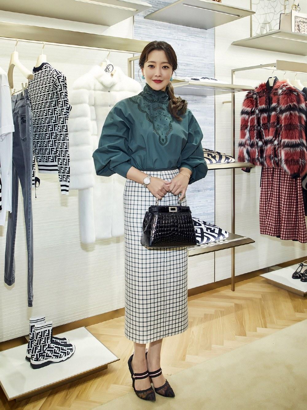 phong cách thời trang kim hee sun mới 2
