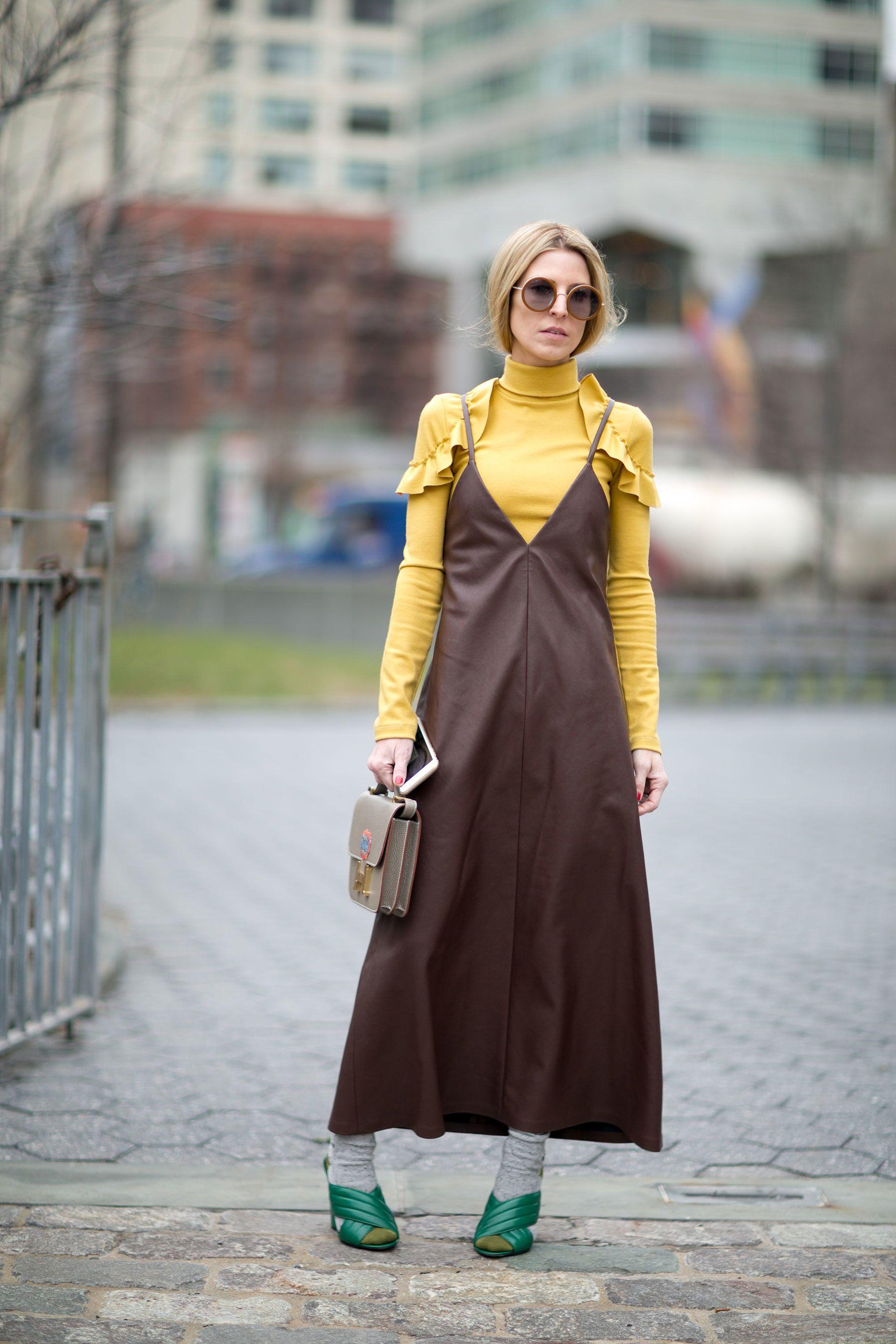 phối đồ với Áo cổ lọ và váy slip dress 10