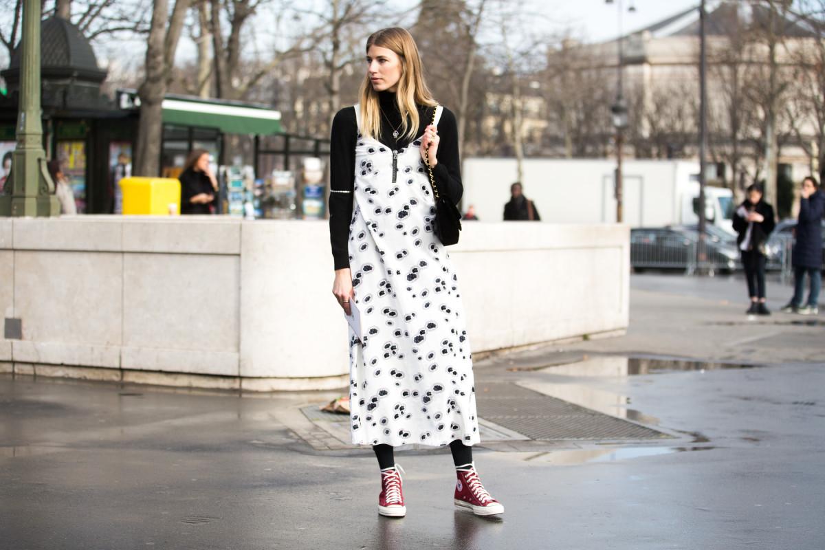 Áo cổ lọ và váy slip dress 4