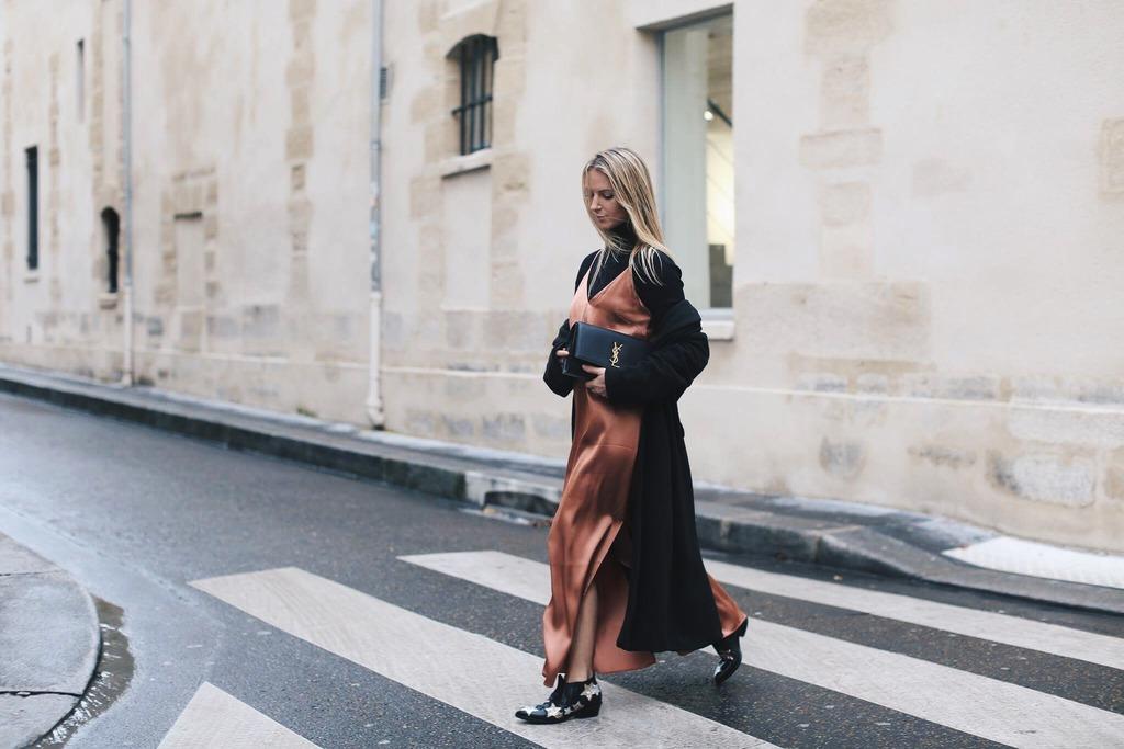 Áo cổ lọ và váy slip dress 8