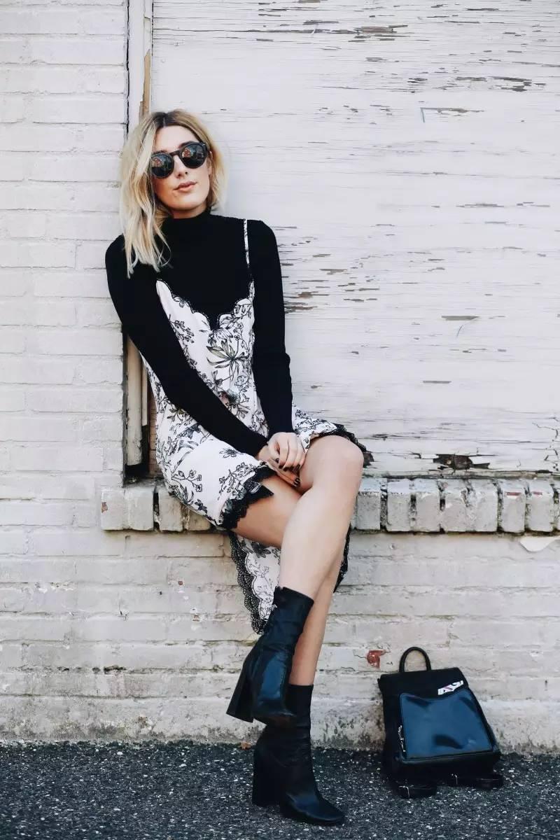 Áo cổ lọ và váy slip dress