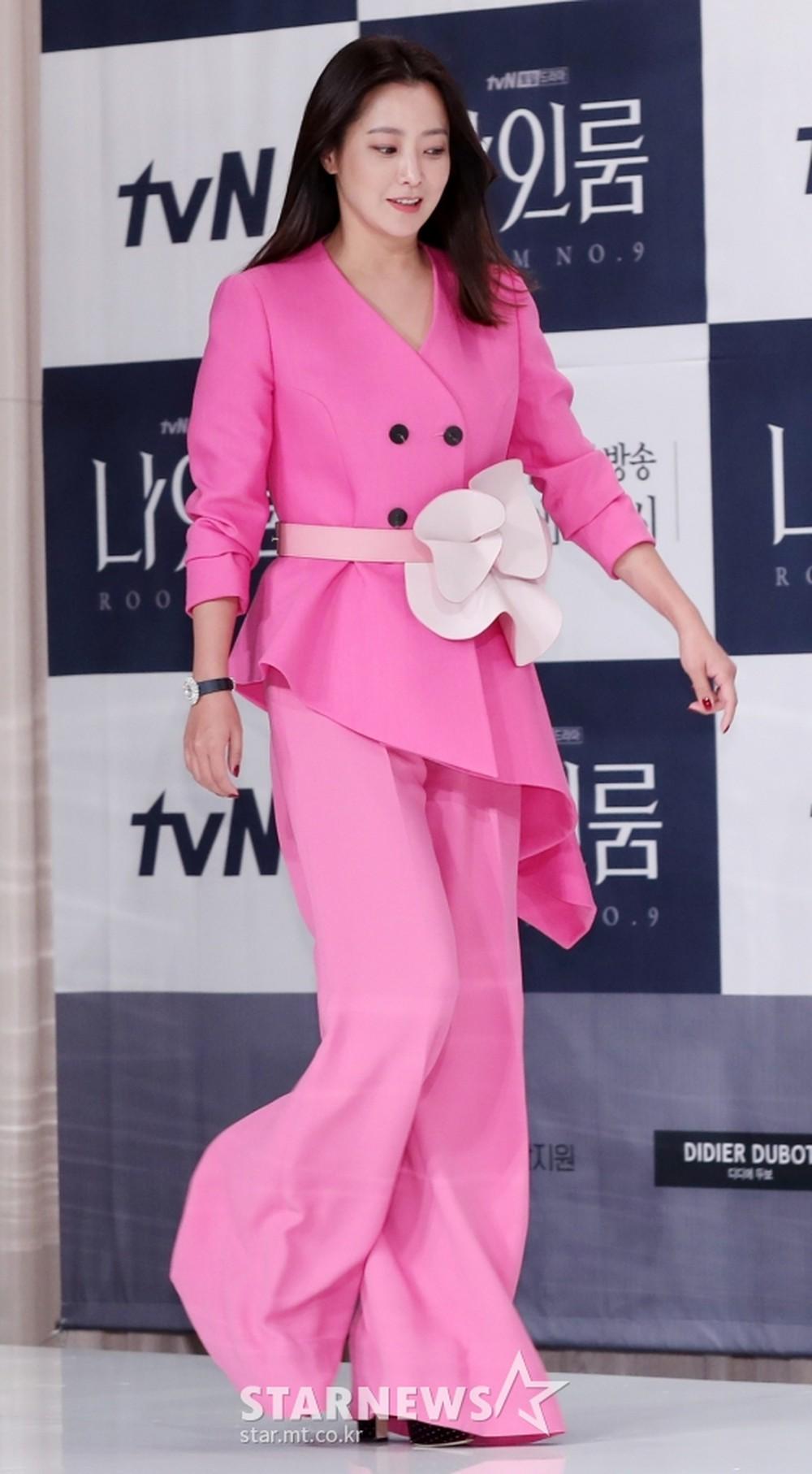 phong cách thời trang của Kim Hee Sun