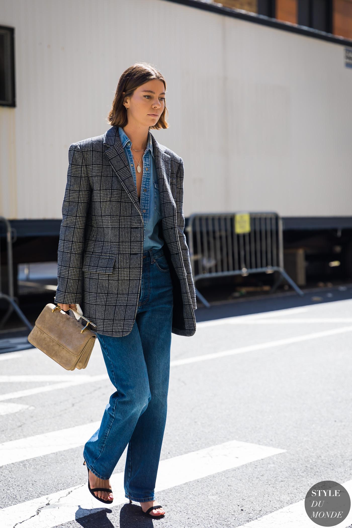 phong cách thời trang menswear áo blazer kẻ ô và sơ mi denim