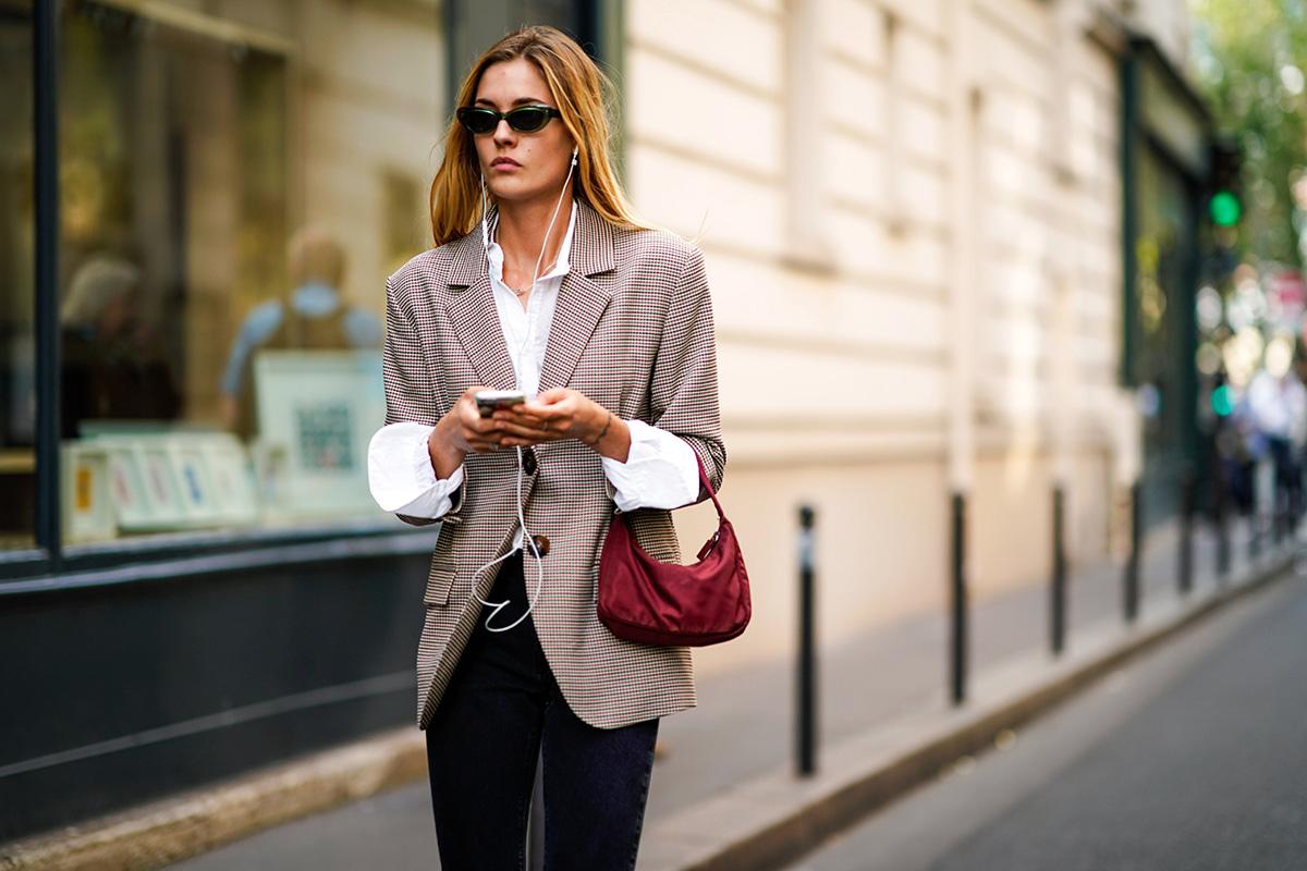 phong cách thời trang menswear áo blzaer kẻ ô và sơ mi trắng