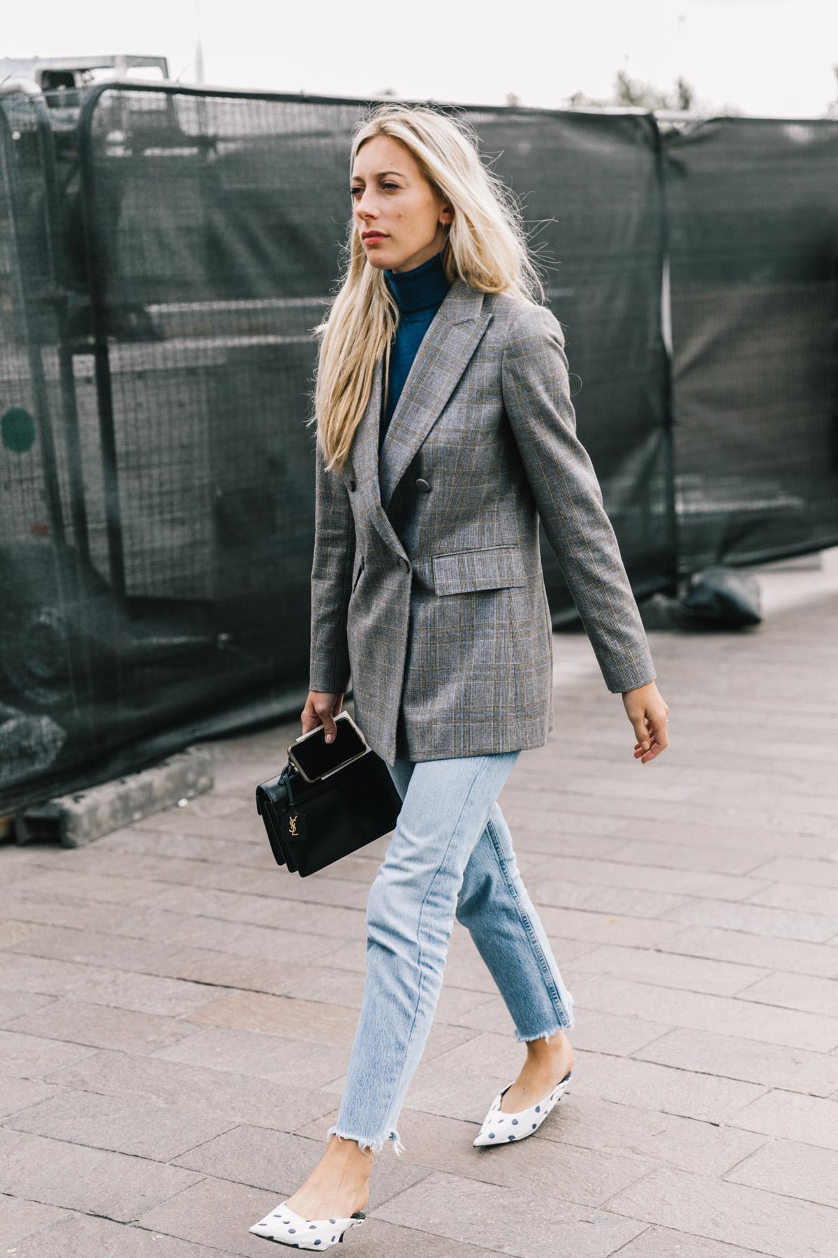 phong cách thời trang menswear áo khoác blazer boyfriend và giày chấm bi