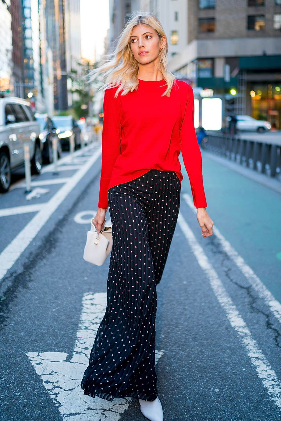 phối màu trang phục với gam đỏ 1