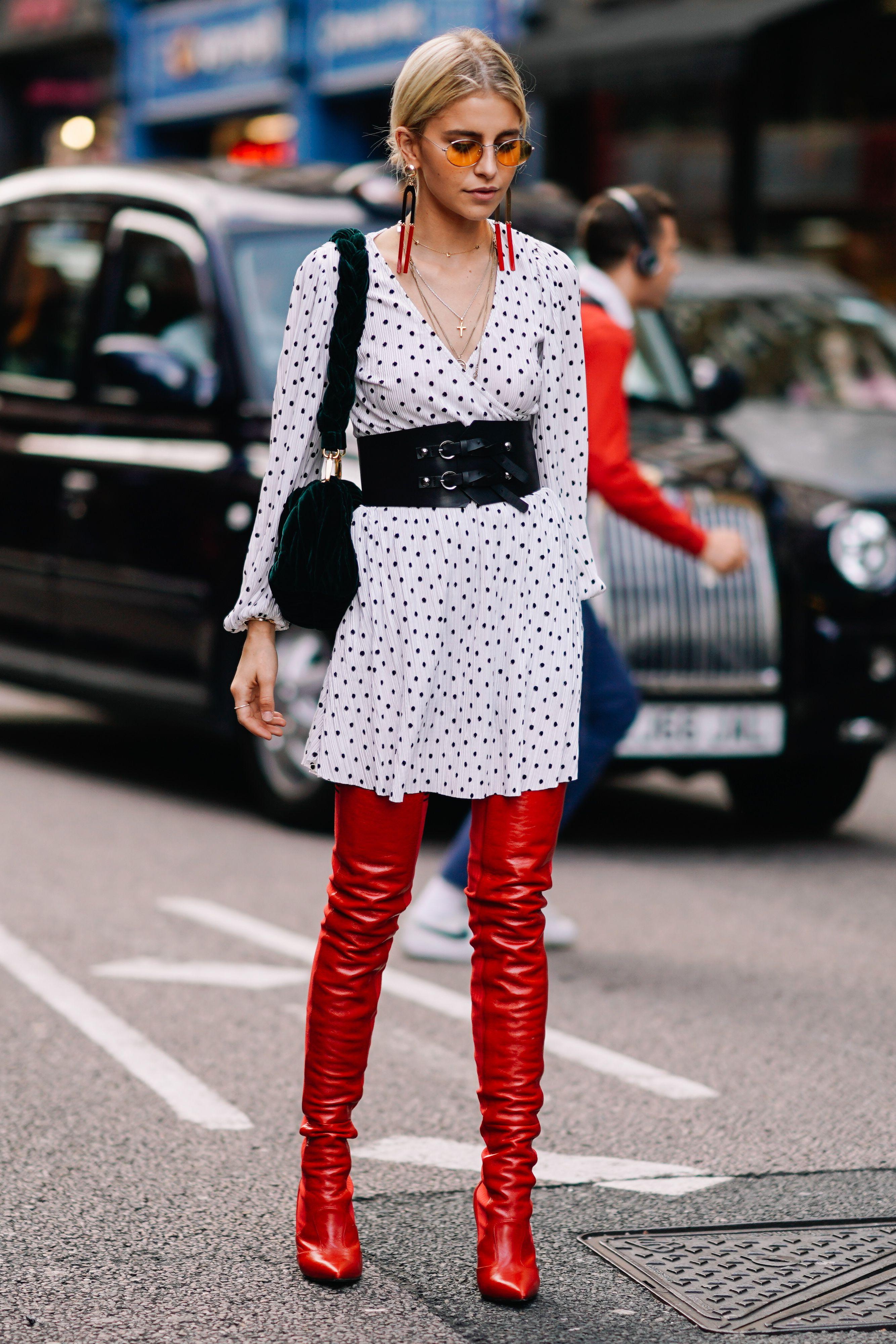 phối màu trang phục với gam đỏ 13