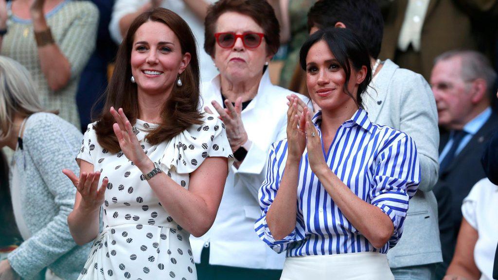 phong cách thời trang của hai thế hệ công nương hoàng gia Anh 13