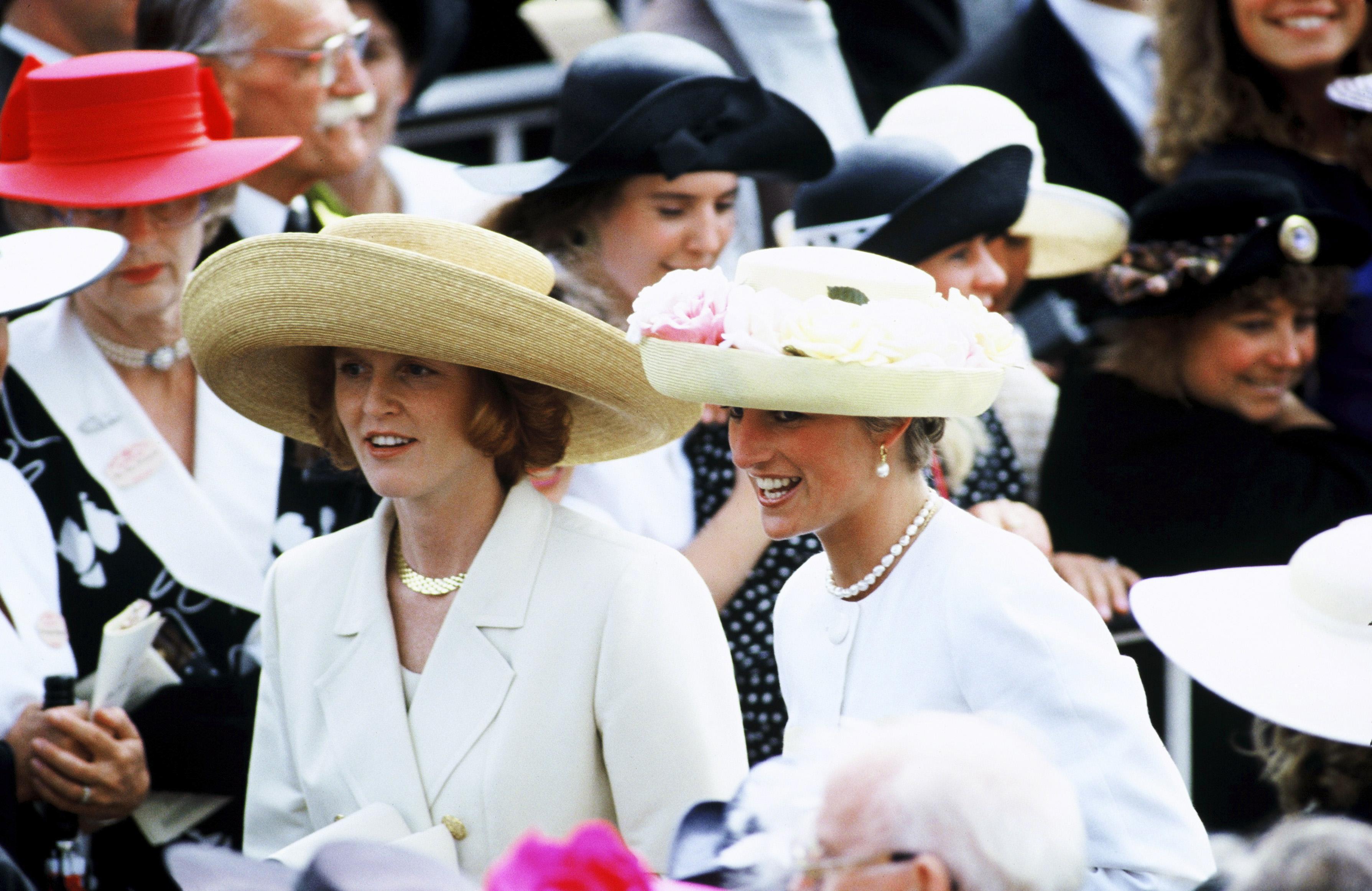 phong cách thời trang của hai thế hệ công nương hoàng gia Anh 14