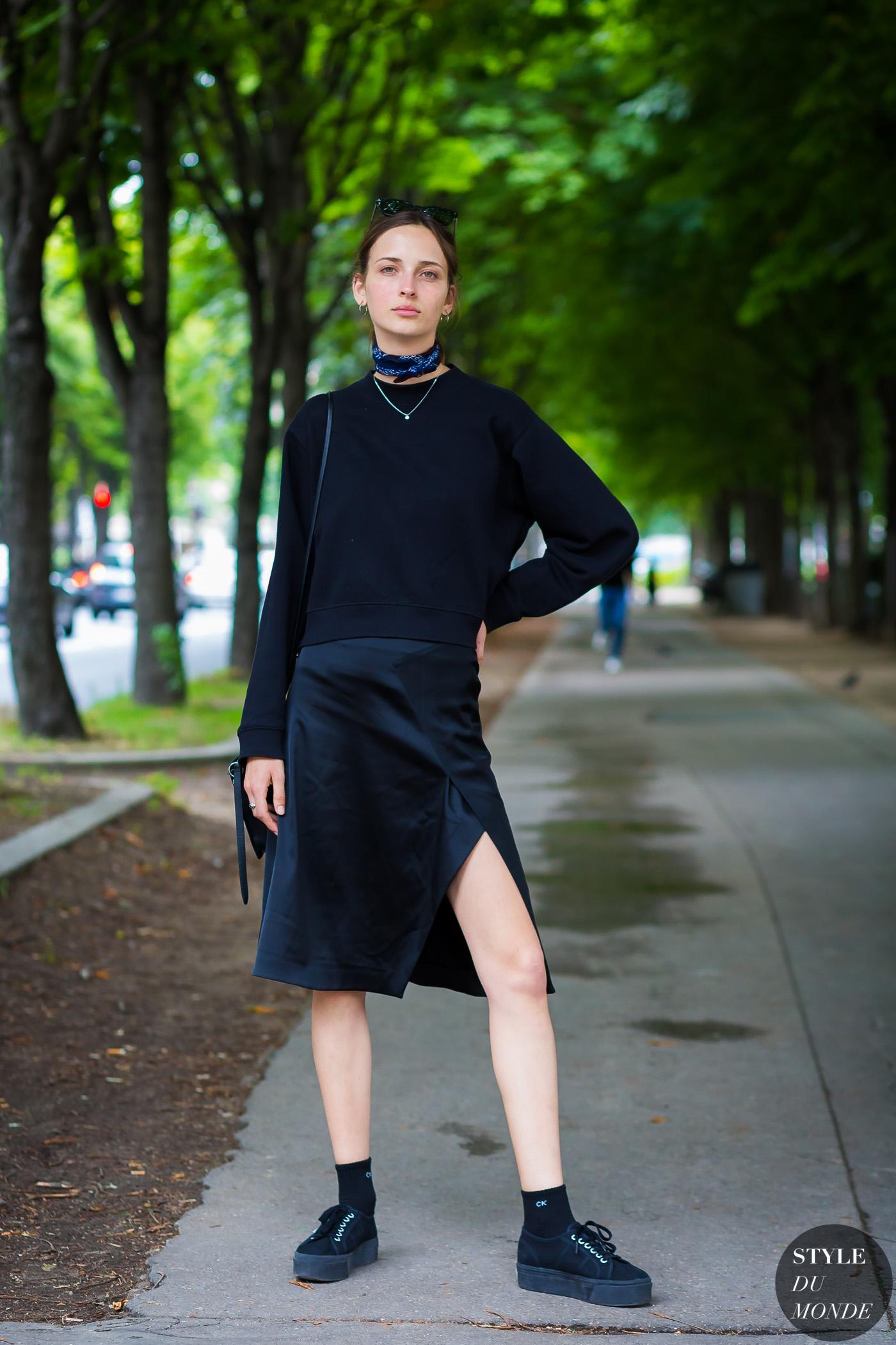 chân váy lụa đen