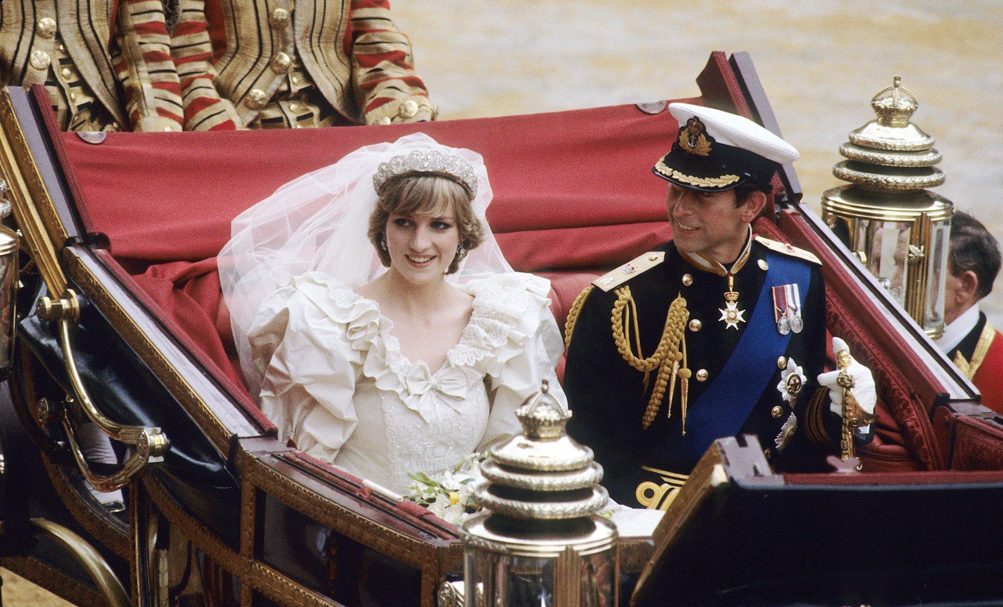 phong cách thời trang của hai thế hệ công nương hoàng gia Anh 24
