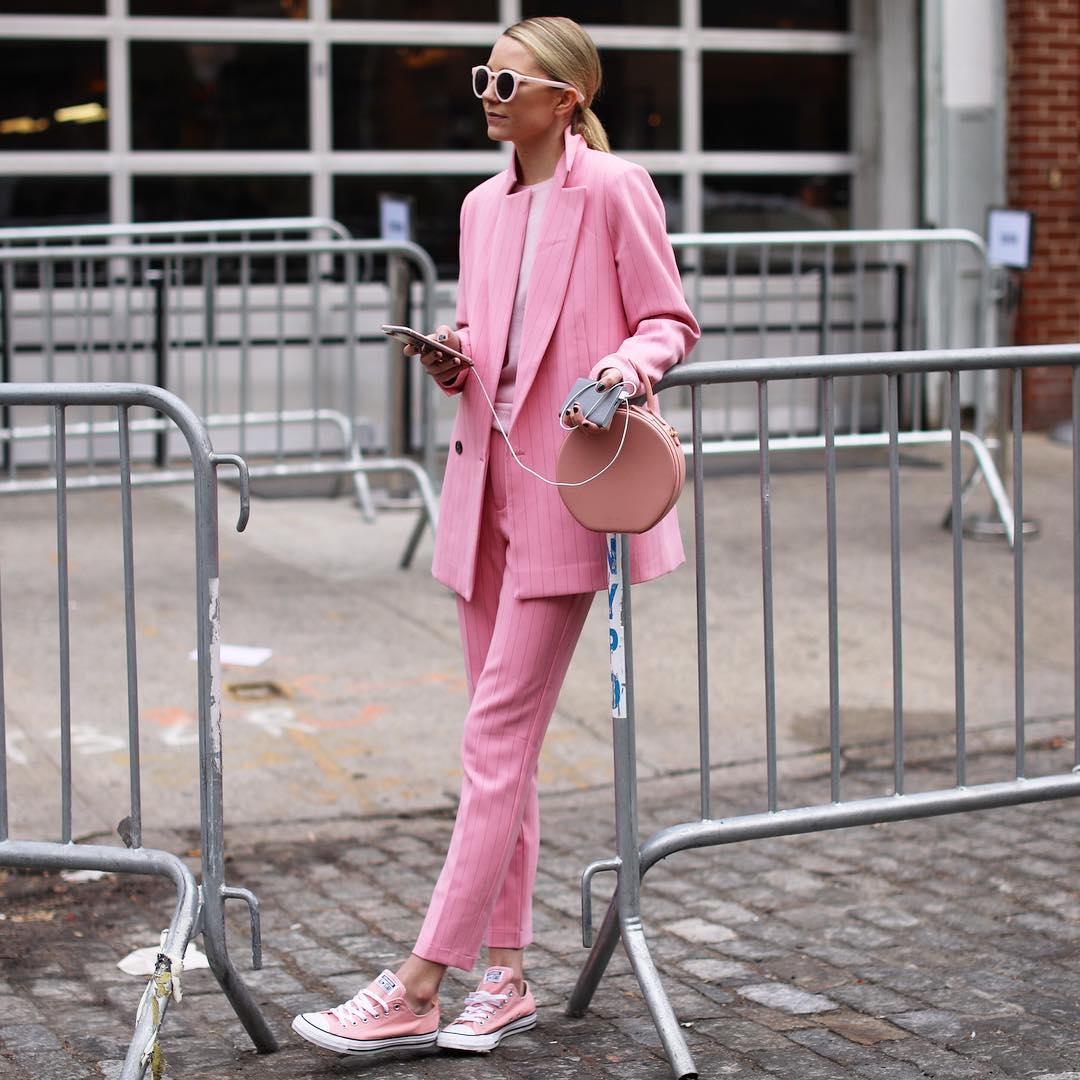 trang phục màu hồng millennial 16