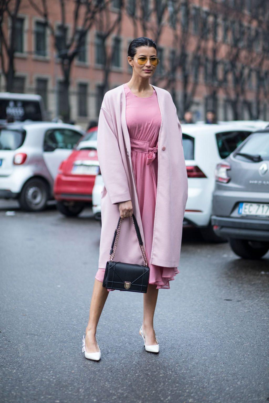 trang phục màu hồng millennial 18