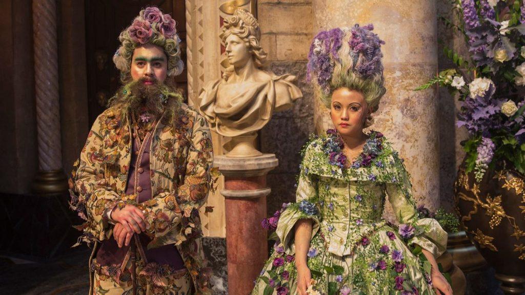 NTK Jenny Beavan thời trang trong phim Kẹp hạt dẻ và bốn vương quốc 11