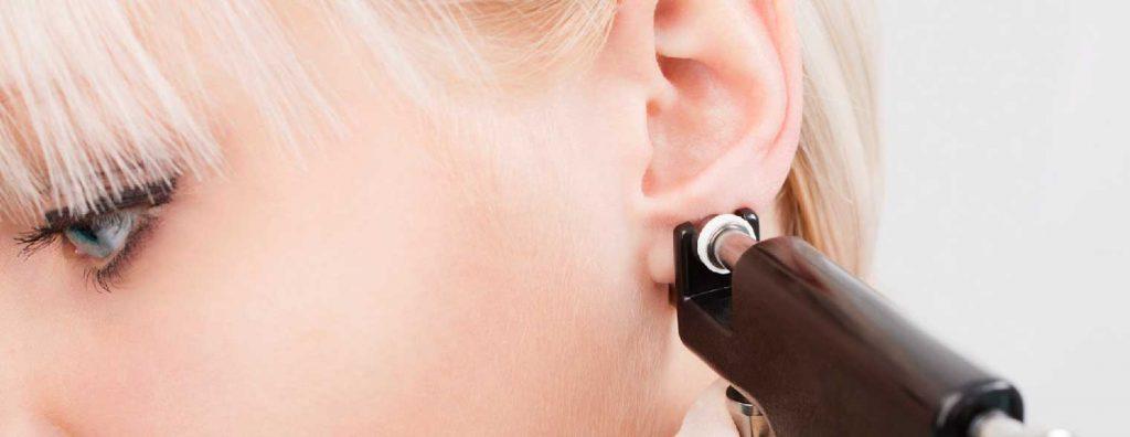 chăm sóc xỏ khuyên tai 2