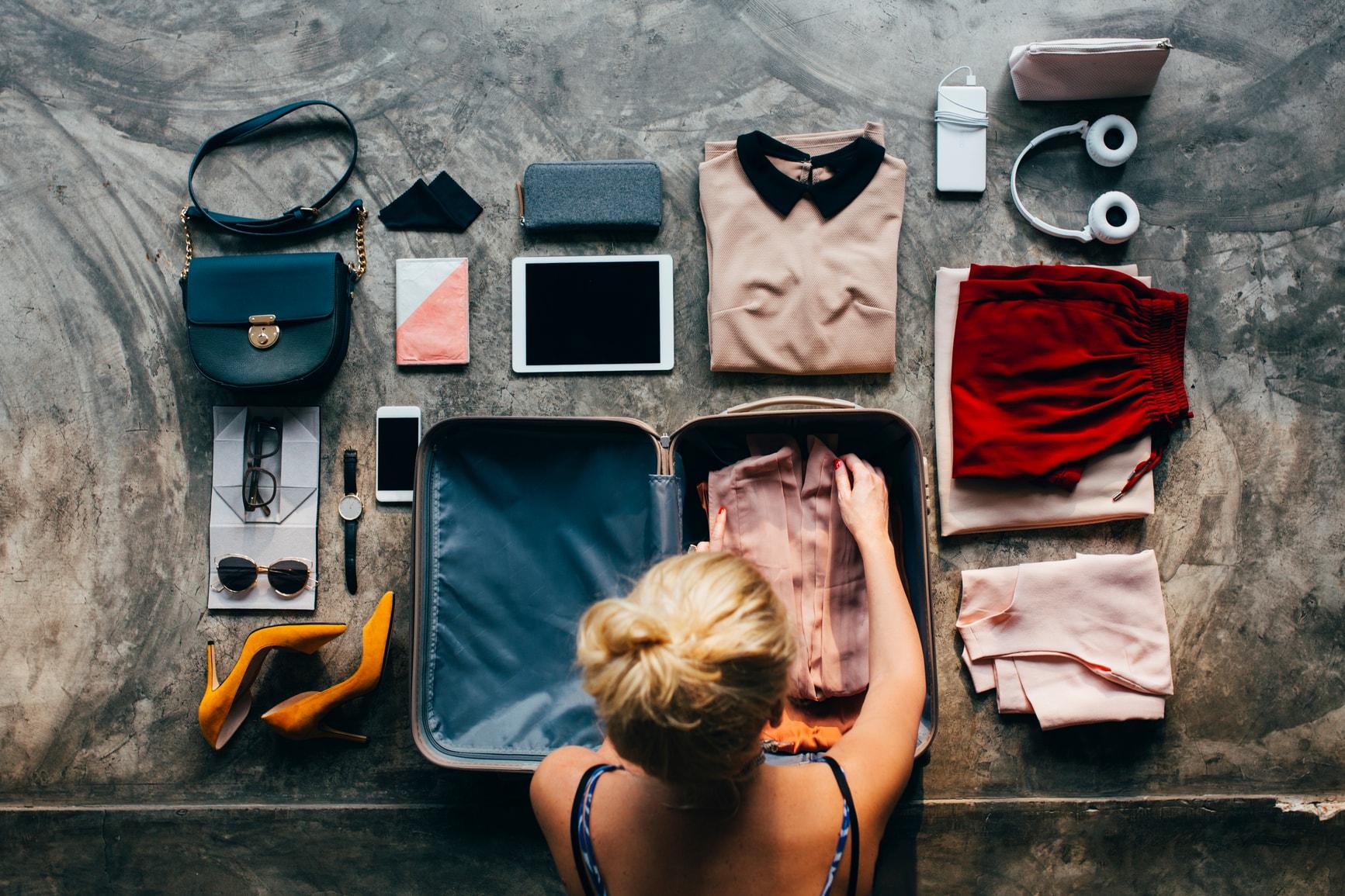 cách xếp các kiểu áo ngực vào vali du lịch 7