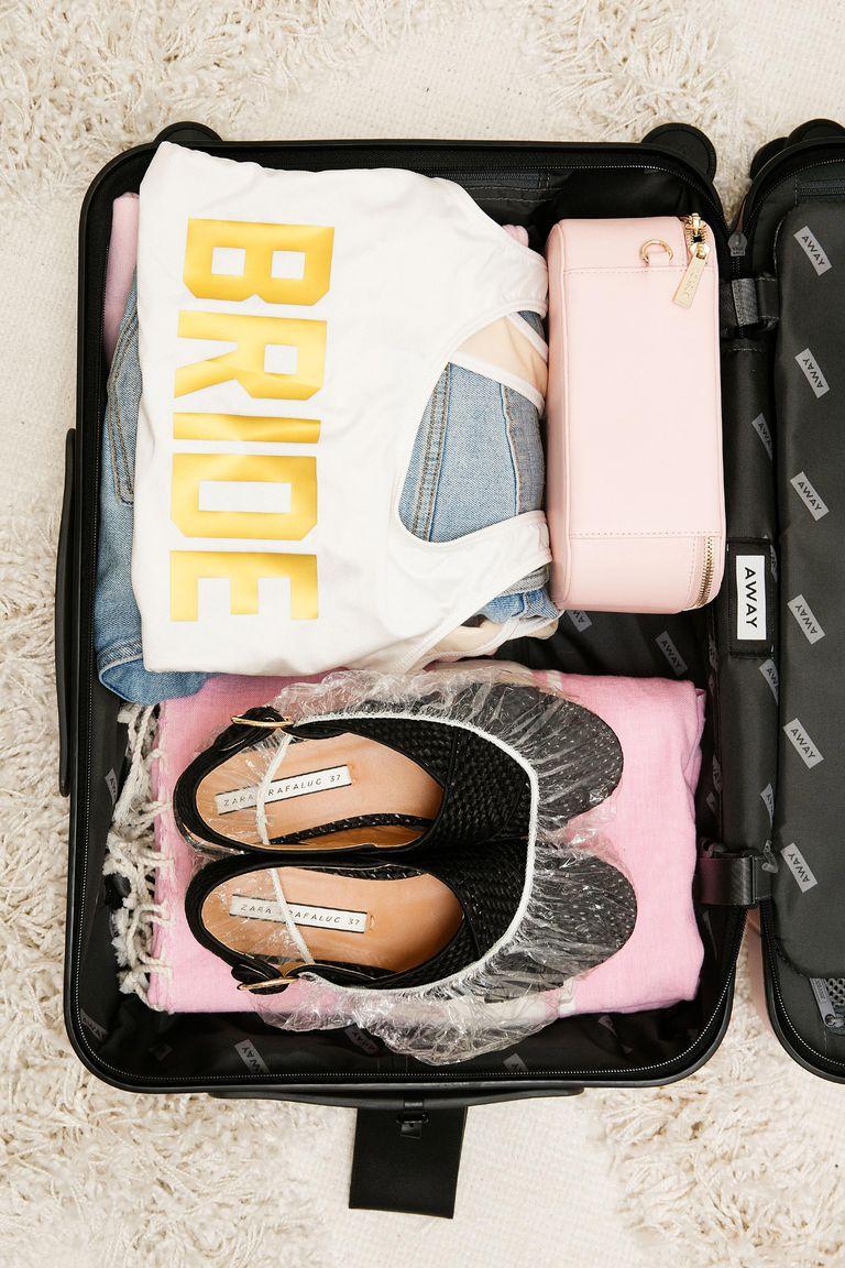 cách xếp các kiểu áo ngực vào vali du lịch 20
