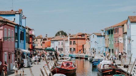 Du lịch châu Âu: Những khu phố rực rỡ sắc màu