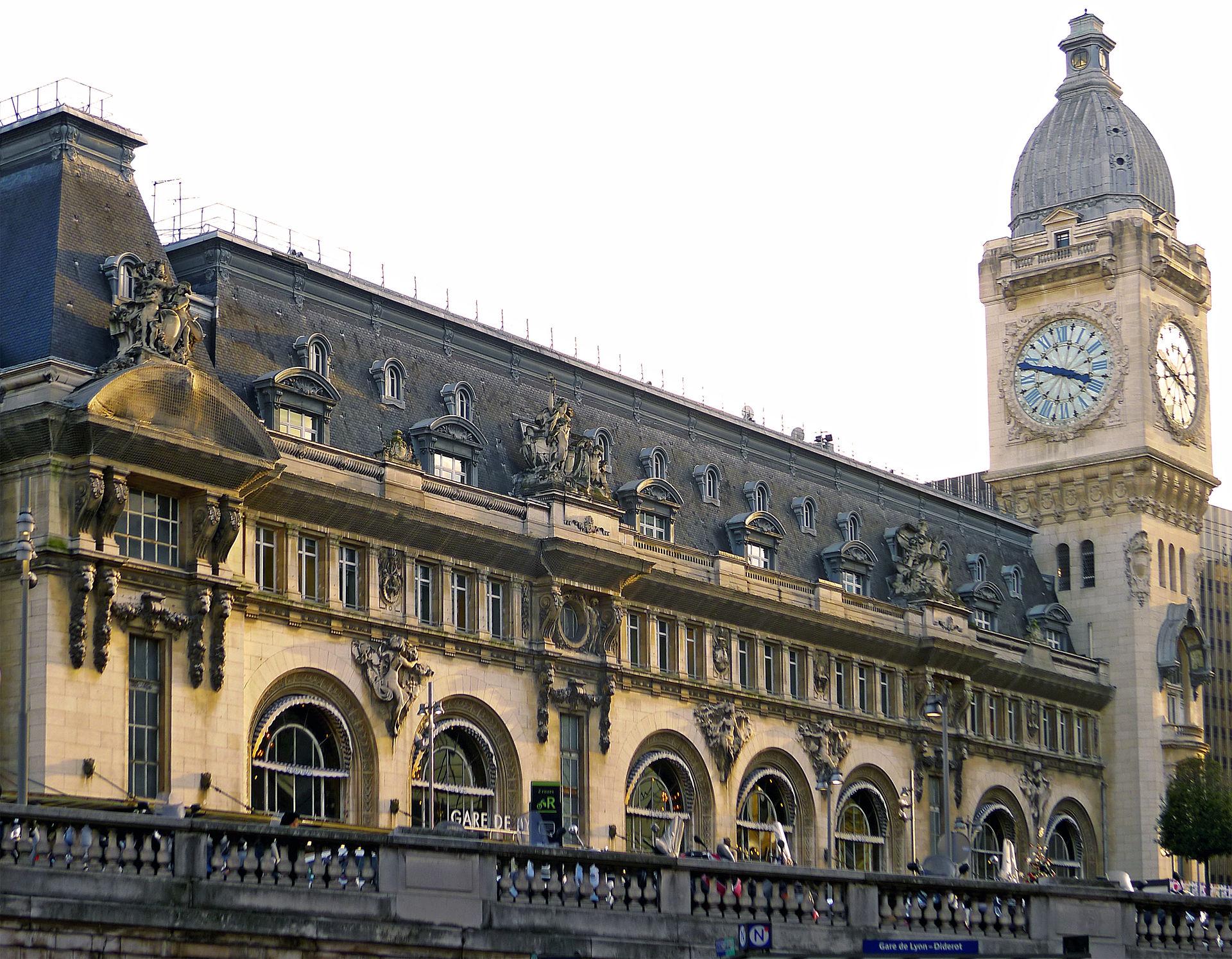 khu phố rực rỡ Gara de Lyon
