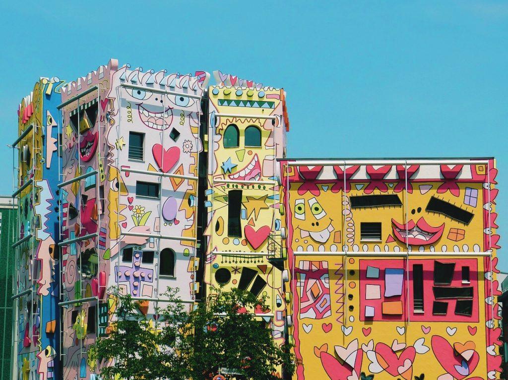 khu phố rực rỡ Happy Rizzi Haus