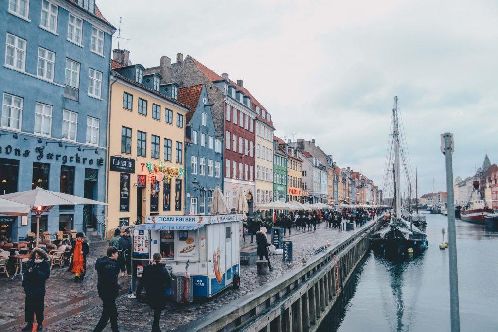 khu phố rực rỡ Nyhavn 1