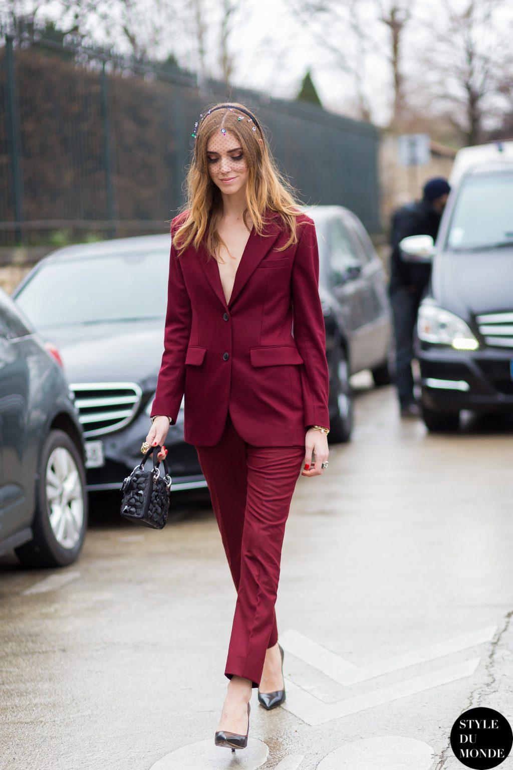 trang phục dự tiệc đỏ burgundy cho mùa lễ hội 19