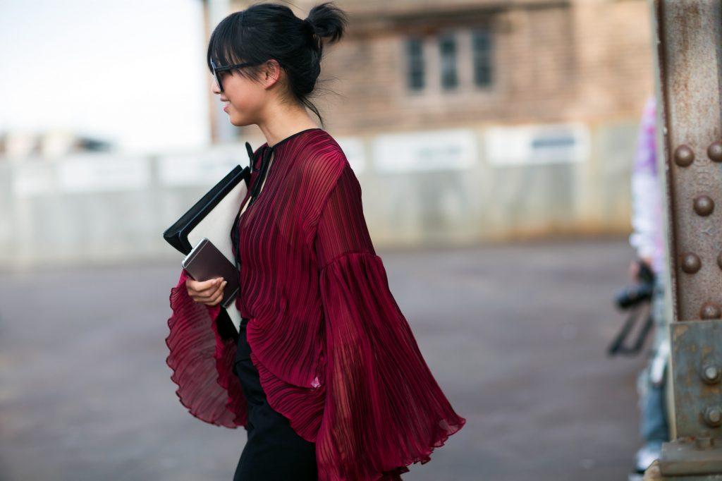 trang phục dự tiệc đỏ burgundy cho mùa lễ hội 21