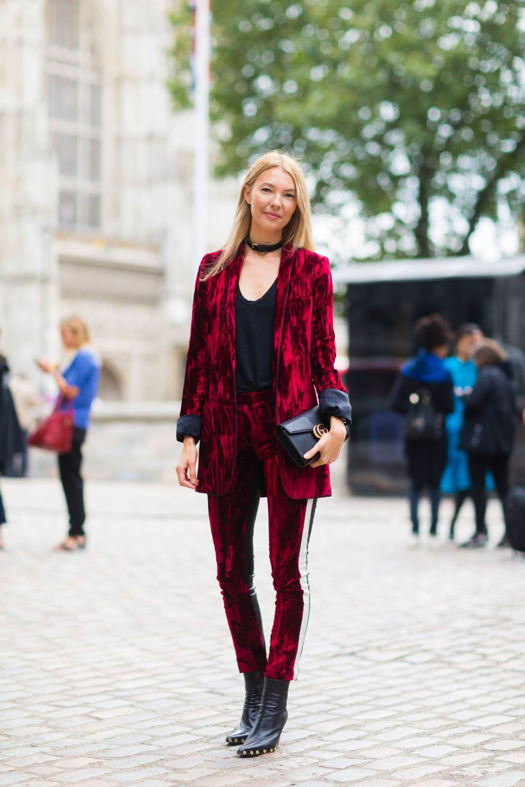 trang phục dự tiệc đỏ burgundy cho mùa lễ hội 30