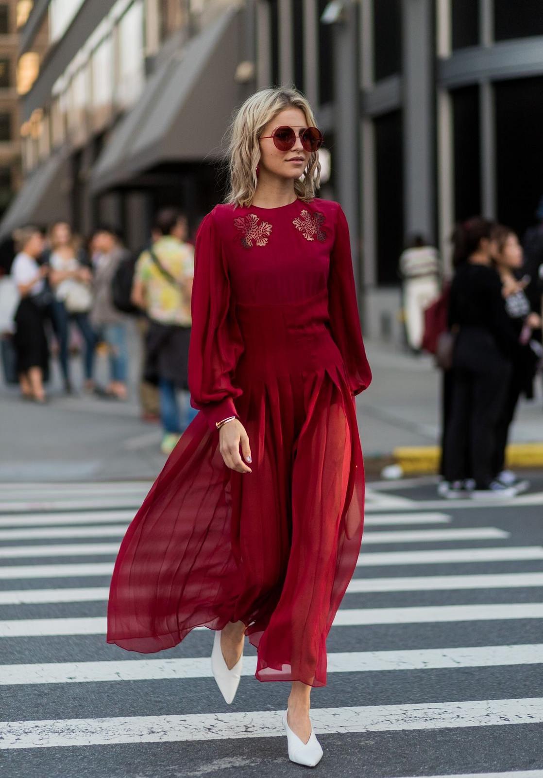 trang phục dự tiệc đỏ burgundy cho mùa lễ hội 4