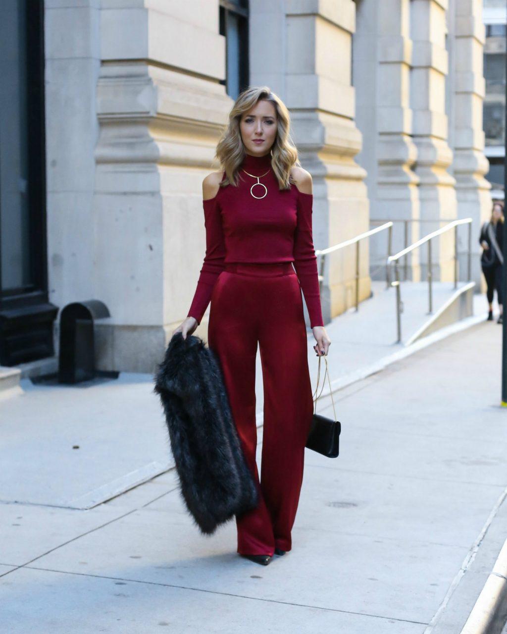 trang phục dự tiệc đỏ burgundy cho mùa lễ hội 36