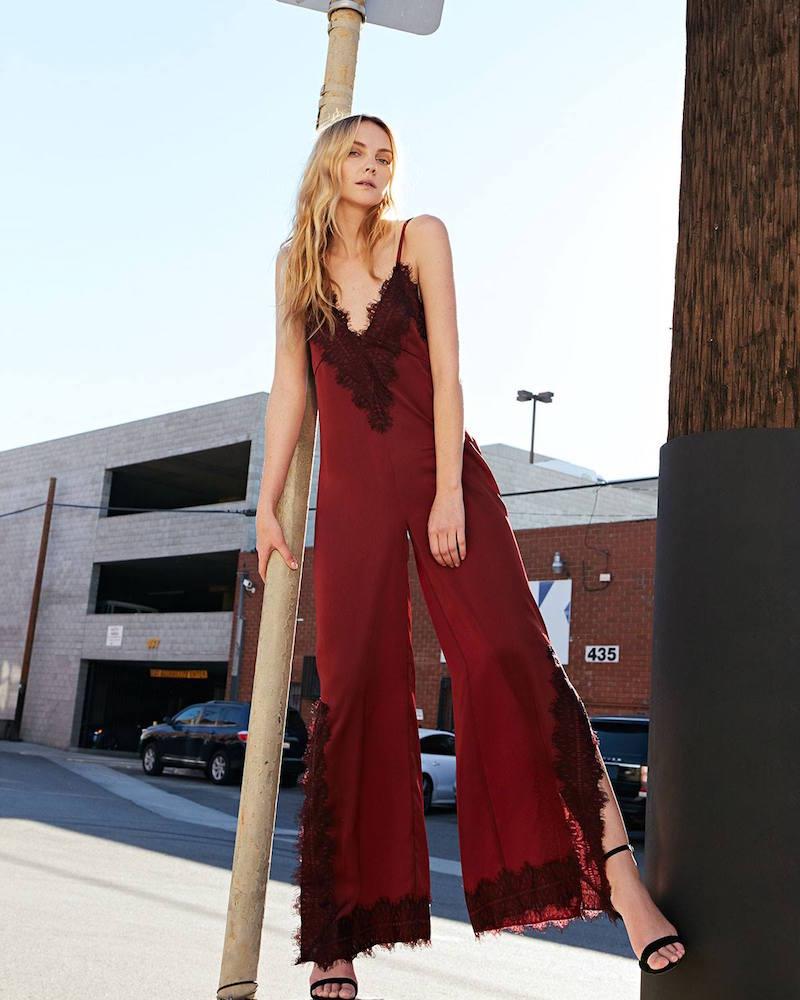 trang phục dự tiệc đỏ burgundy cho mùa lễ hội 37
