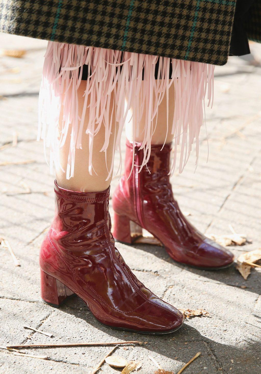 trang phục dự tiệc đỏ burgundy cho mùa lễ hội 39