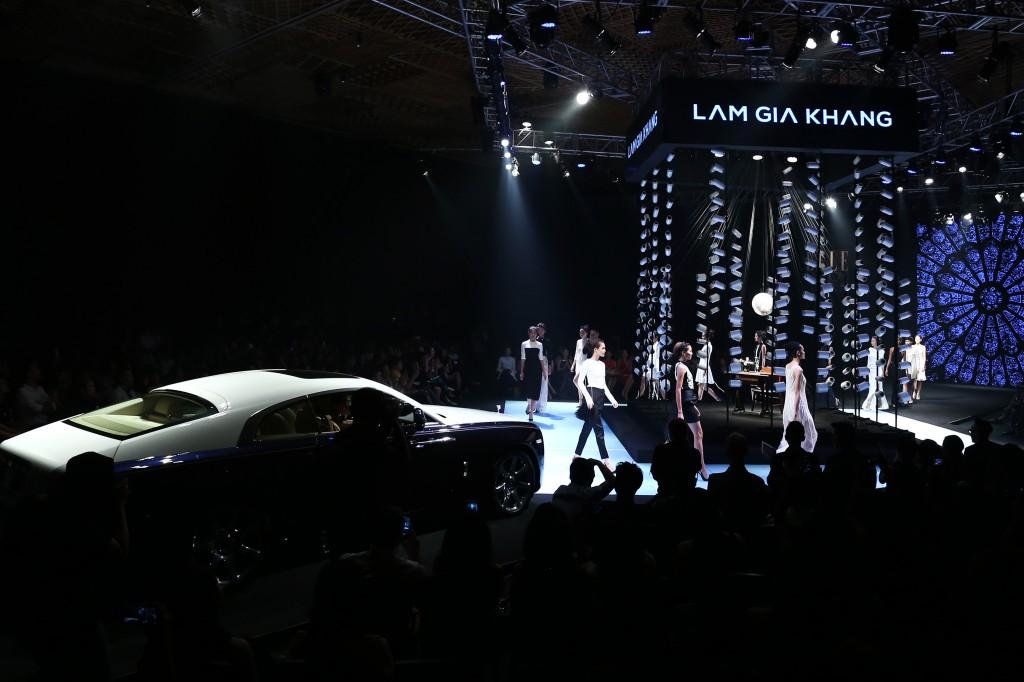 sân khấu ELLE Fashion Show thay đổi qua các năm 11