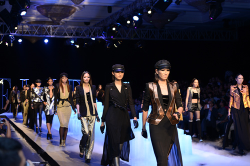 sân khấu ELLE Fashion Show thay đổi qua các năm 12