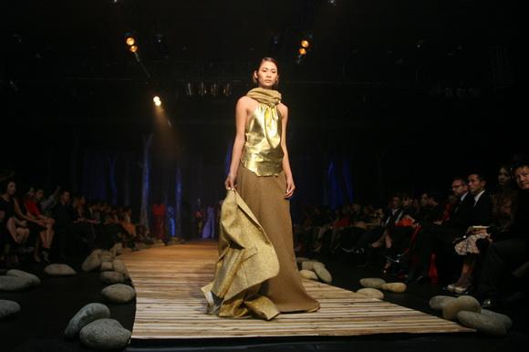 sân khấu ELLE Fashion Show thay đổi qua các năm 14