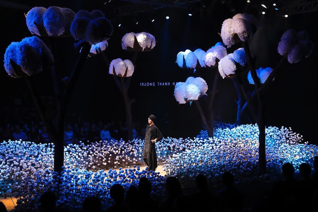 sân khấu ELLE Fashion Show thay đổi qua các năm 4