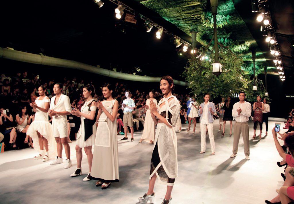 sân khấu ELLE Fashion Show thay đổi qua các năm 5