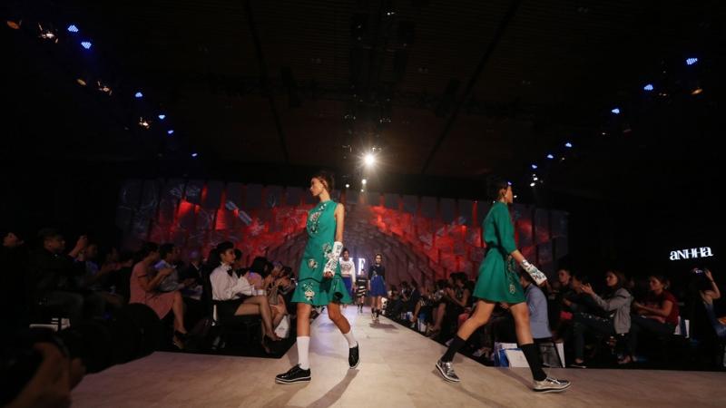 sân khấu ELLE Fashion Show thay đổi qua các năm 7