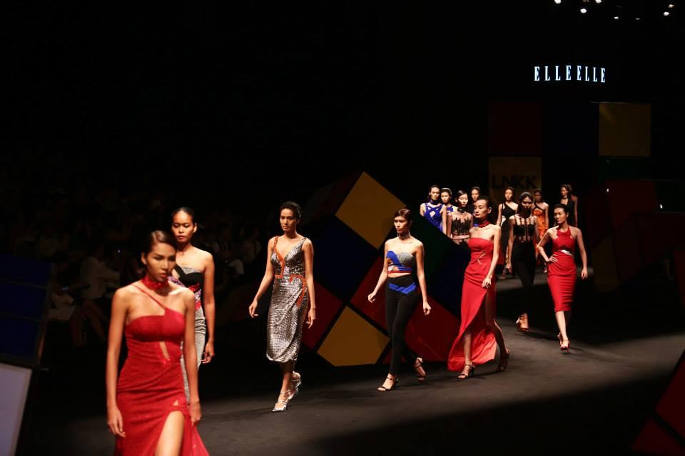 sân khấu ELLE Fashion Show thay đổi qua các năm