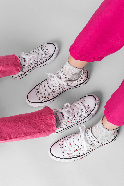 thương hiệu Converse tái ra mắt phiên bản giới hạn với bộ collab Converse x Hello Kitty 9