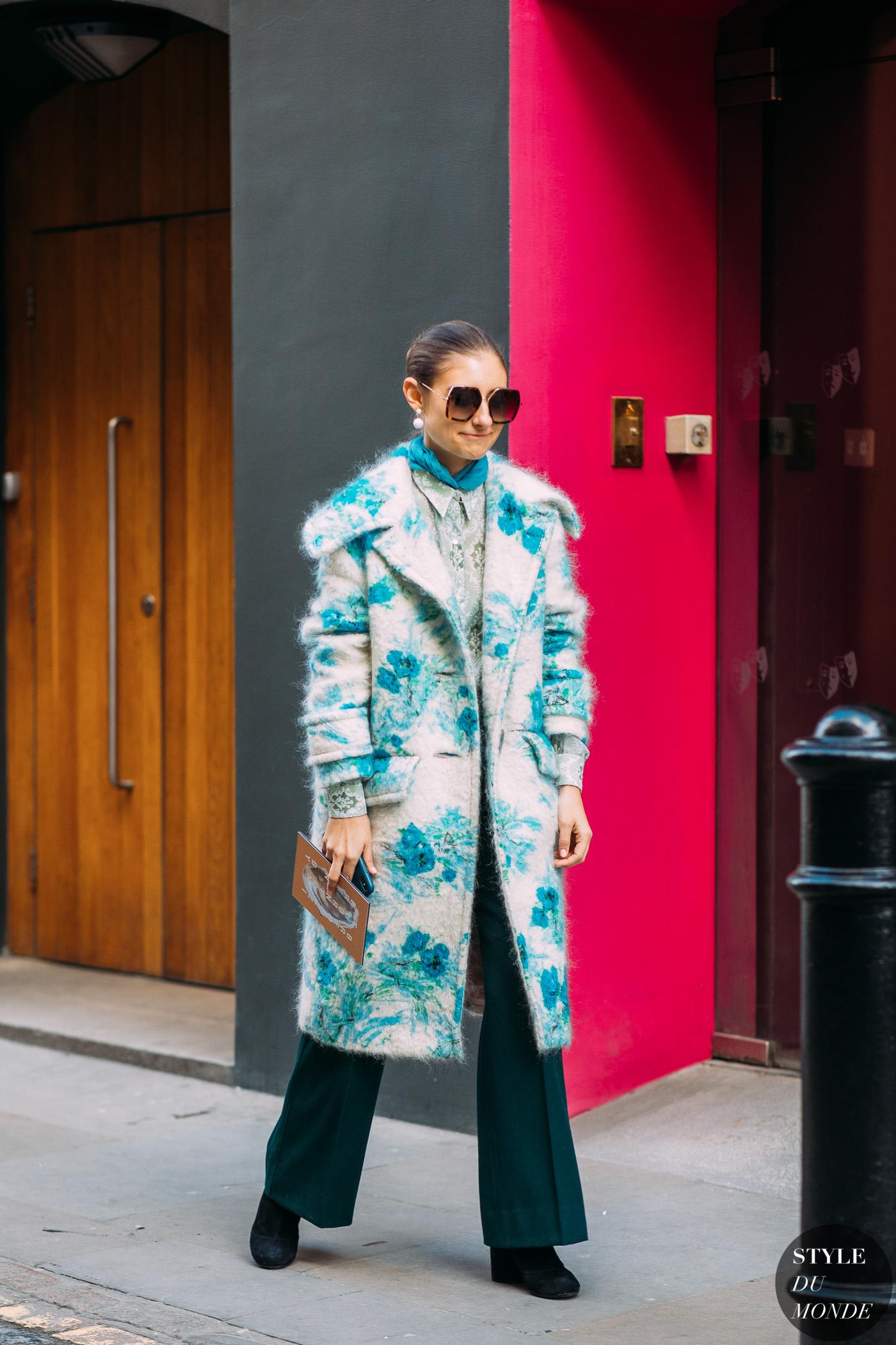 trang phục mùa đông màu xanh lơ baby blue street style