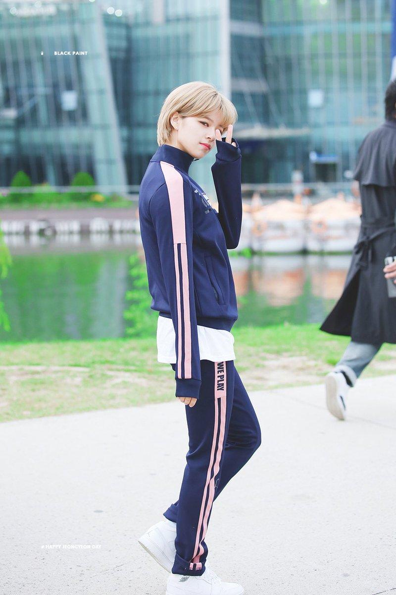 phong cách thời trang của Jungyeon 20